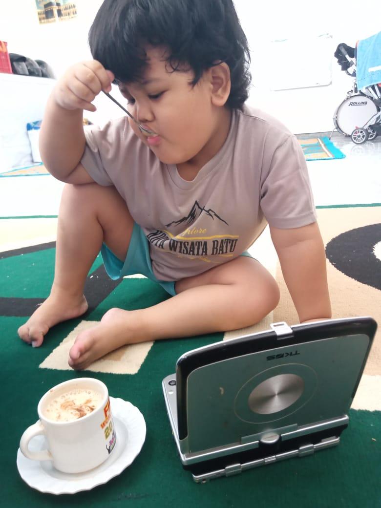 stimulasi cerdas dan kreatif anak usia 4 tahun