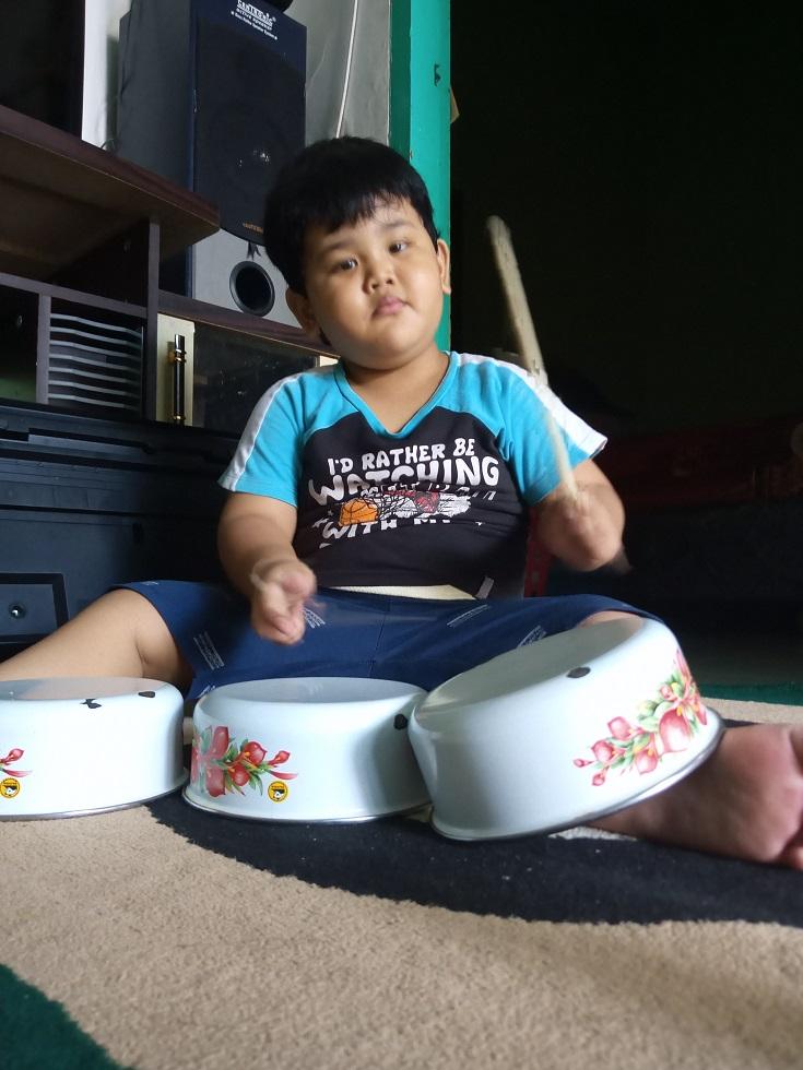 manfaat bermain musik bagi anak